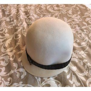 💥3 for $20💥 Holt Renfrew Pill Hat